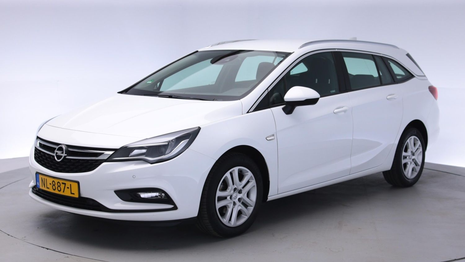 Opel Astra Station 2017 NL-887-L 1